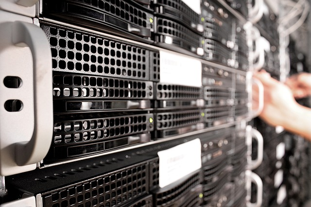 What's the difference between Dedicated Server and VPS hosting